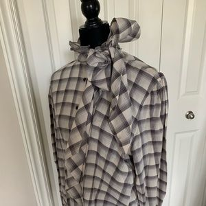 Blouse with removal bow tie